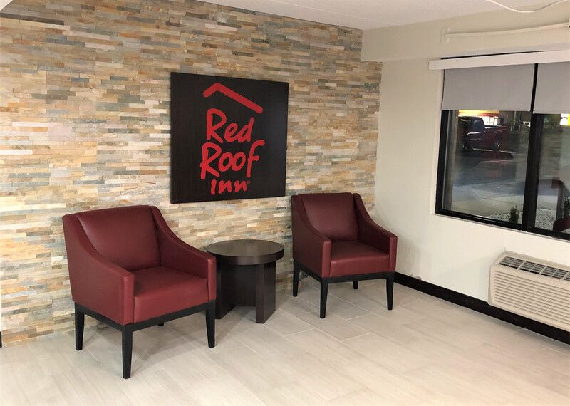 Red Roof Inn Greenville, NC Lobby Sitting Area Image