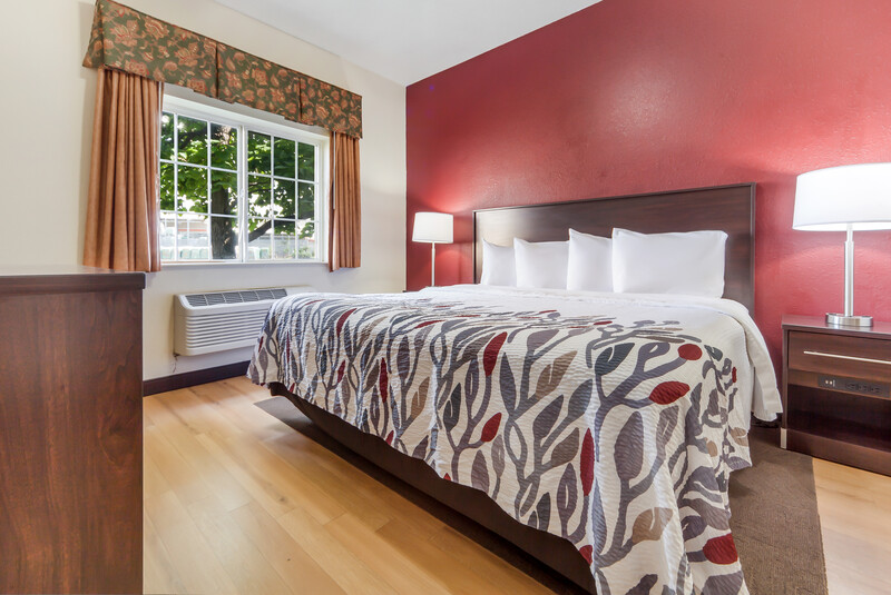 Red Roof Inn & Suites Council Bluffs Single King Room