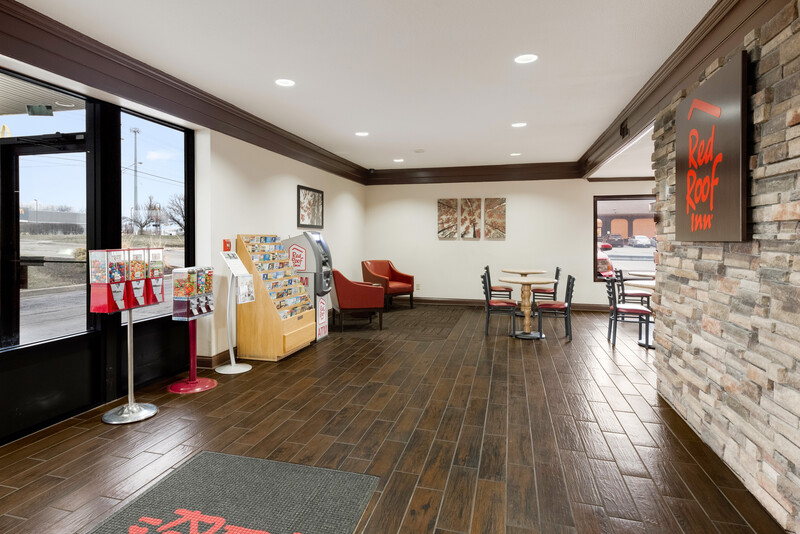 Red Roof Inn Fort Wayne Lobby Sitting Area Image
