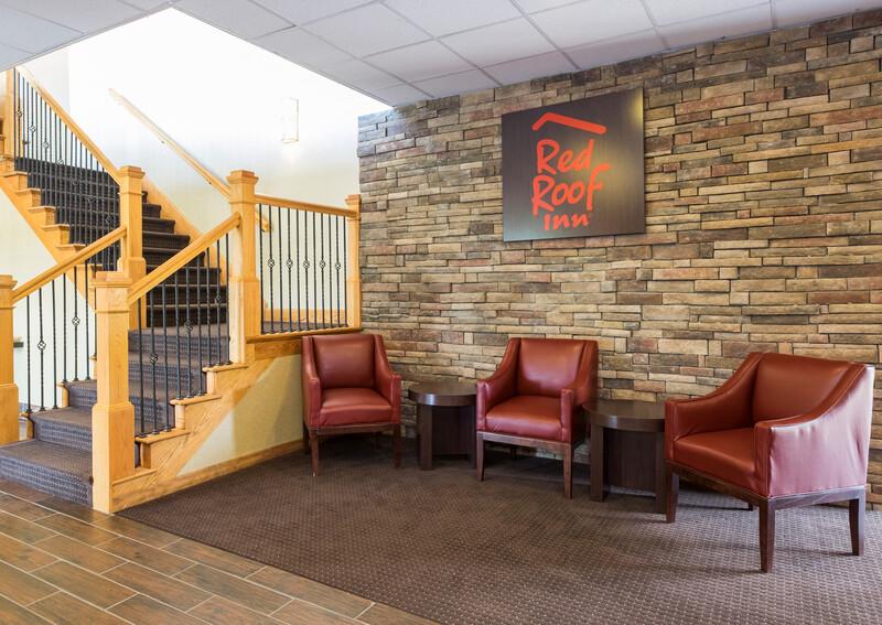 Red Roof Inn Williamsport, PA Lobby Sitting Area Image