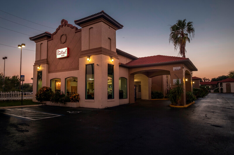 Red Roof Inn Orlando South - Florida Mall Exterior Property Night Image