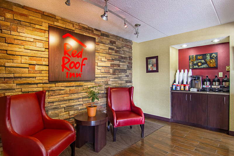 Red Roof Inn Detroit - Southfield Front Desk and Lobby