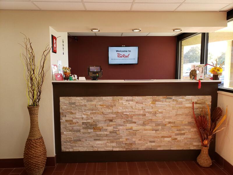 Red Roof Inn Portsmouth - Wheelersburg, OH Front Desk Image