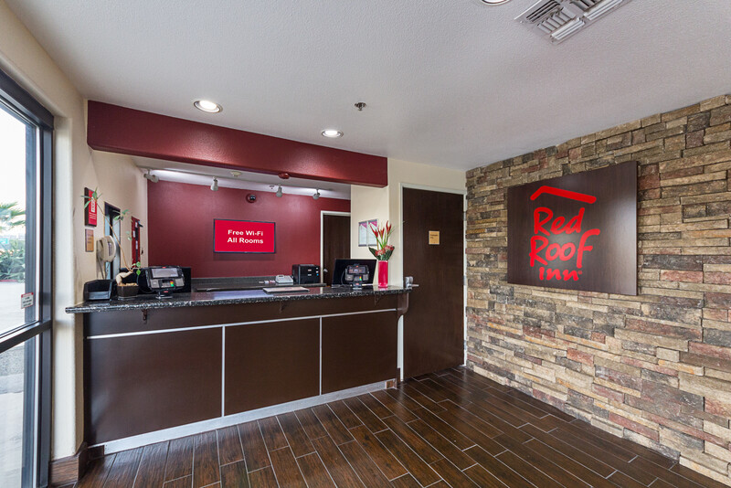 Red Roof Inn New Braunfels Front Desk and Lobby Area