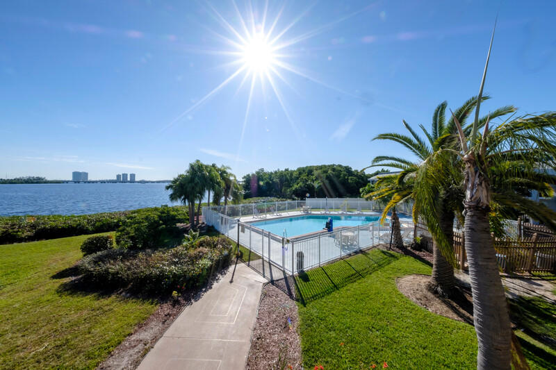 Red Roof Inn Ft Myers Outdoor Swimming Pool Image