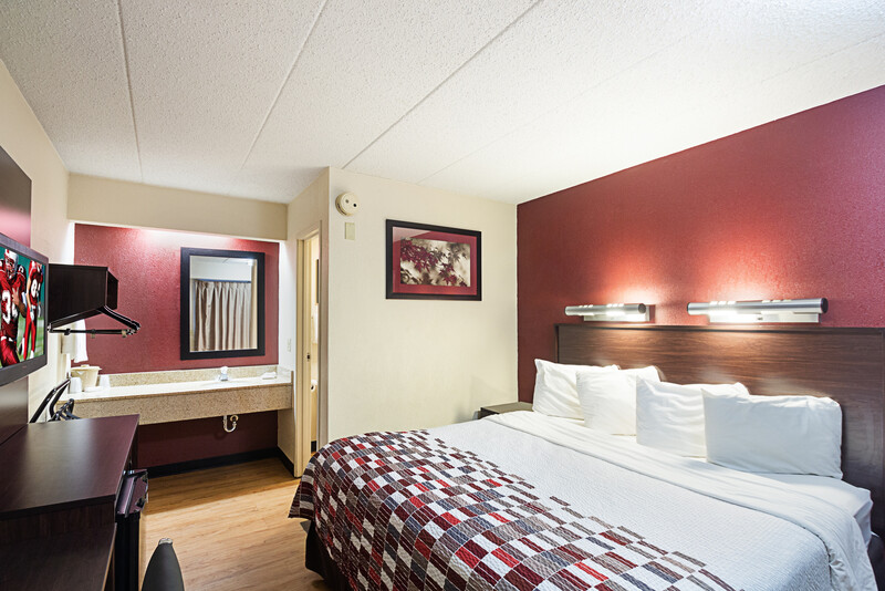 Red Roof Inn Madison, WI Single King Bed Room Image