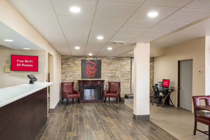 Red Roof Inn Wilmington, NC Front Desk and Lobby Sitting Area