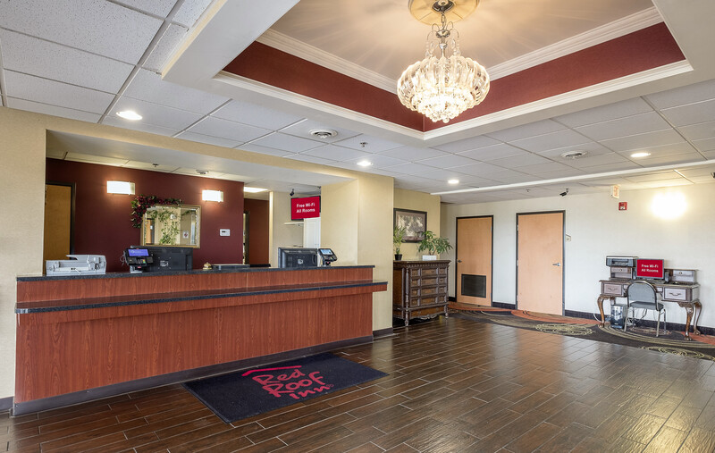 Red Roof Inn Jackson, OH Front Desk and Lobby Image