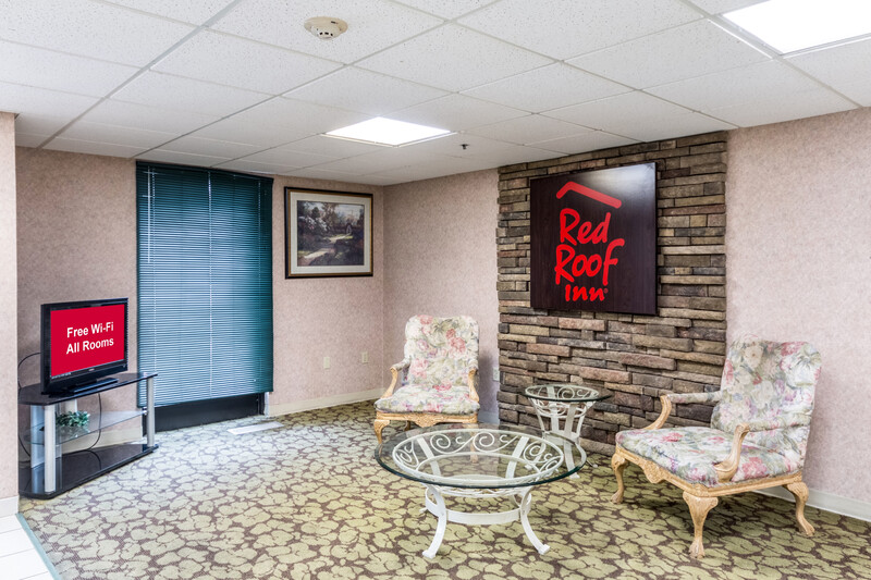 Red Roof Inn Morehead Lobby Sitting Area Image