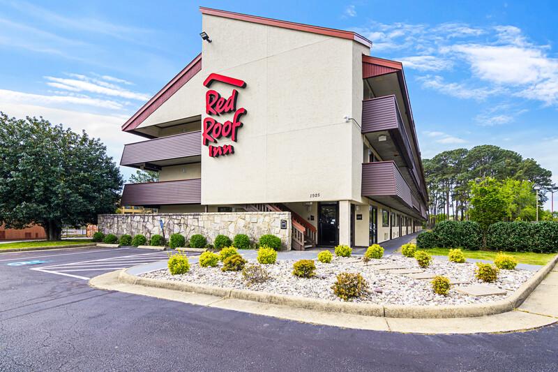 Red Roof Inn Hampton Coliseum & Convention Center Property Exterior
