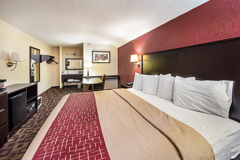 Red Roof Inn Anderson, IN Single King Room Image