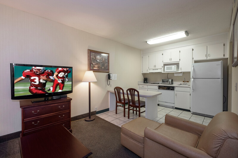 Red Roof Inn & Suites Dothan King Suite Room Image