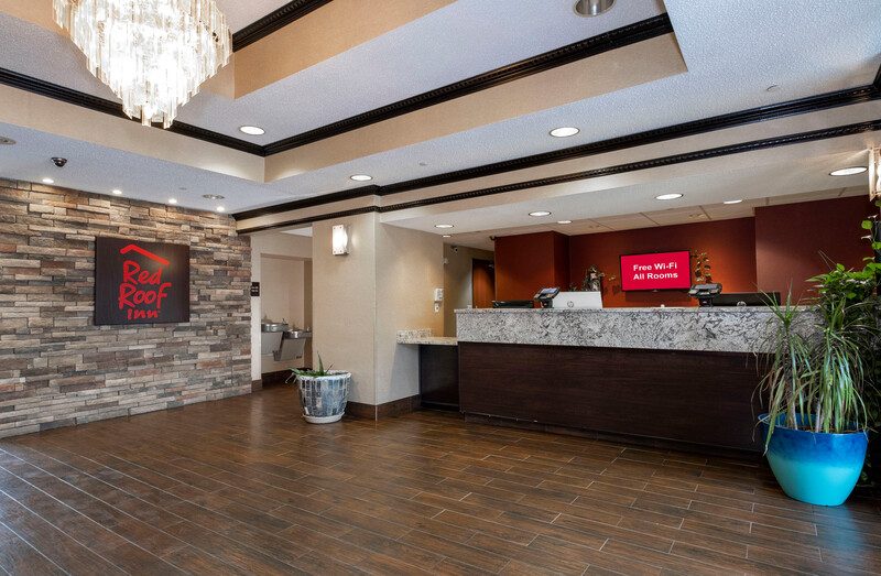 Red Roof Inn & Suites Dover Lobby Area Image
