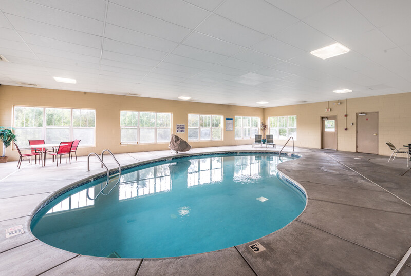 Red Roof Inn & Suites Knoxville East Indoor Swimming Pool Image