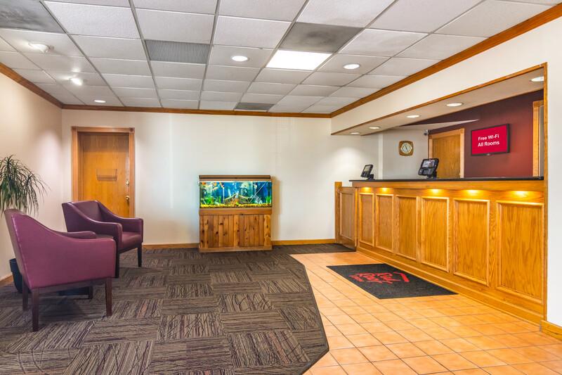 Red Roof Inn Ashtabula - Austinburg Front Desk and Lobby Image