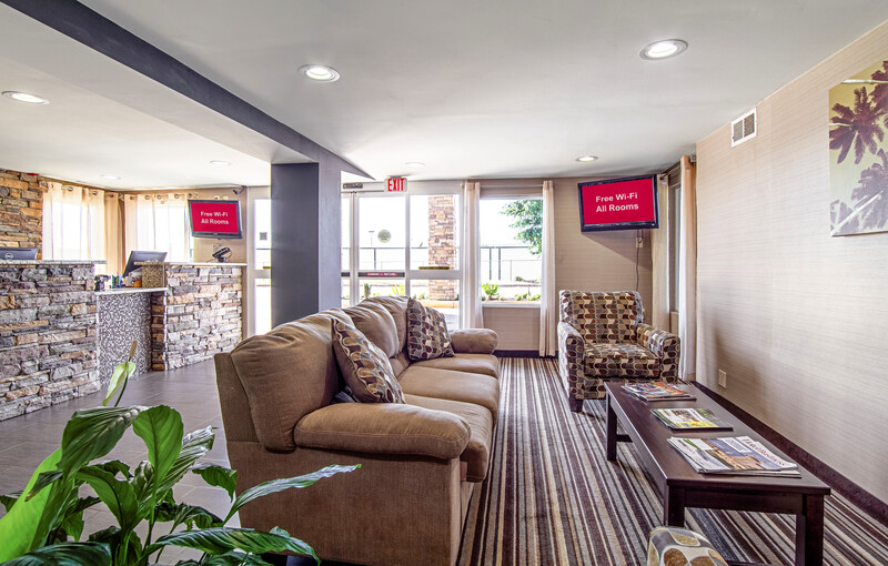 Red Roof Inn & Suites Greenwood, SC Lobby Sitting Area