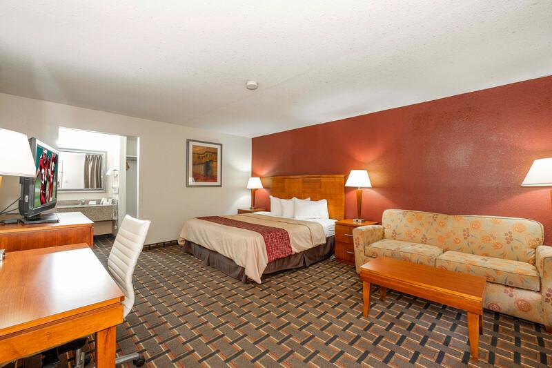 Red Roof Inn & Suites Bossier City King Suite Room Image