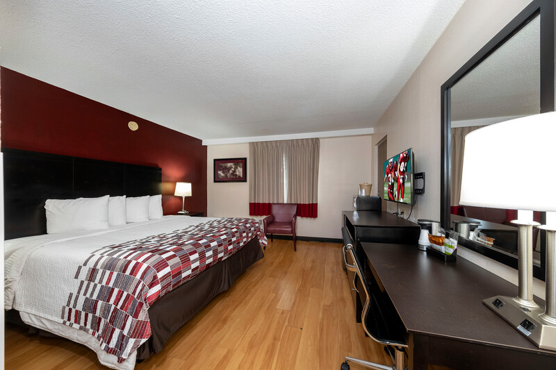 Red Roof Inn Lumberton Single King Room Image Details