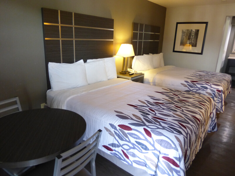 Red Roof Inn Columbia, TN Deluxe Double Bed Image
