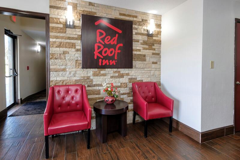 Red Roof Inn Culpeper Lobby Sitting Area Image