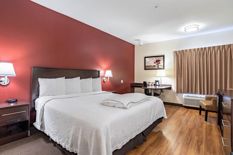 Red Roof PLUS+ Tempe - Phoenix Airport Premium King Bed