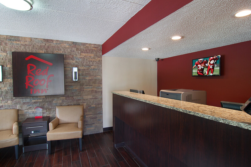 Red Roof Inn Springfield, IL Front Desk and Lobby