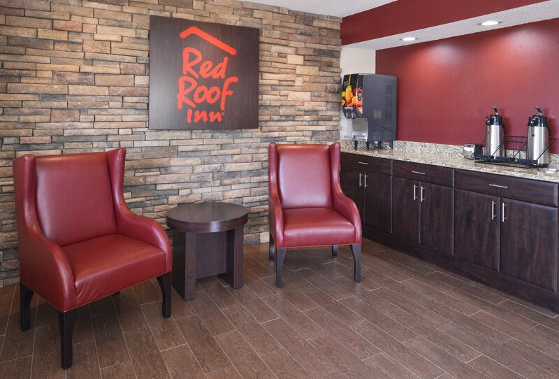 Red Roof Inn Champaign - University Lobby Sitting Area Image