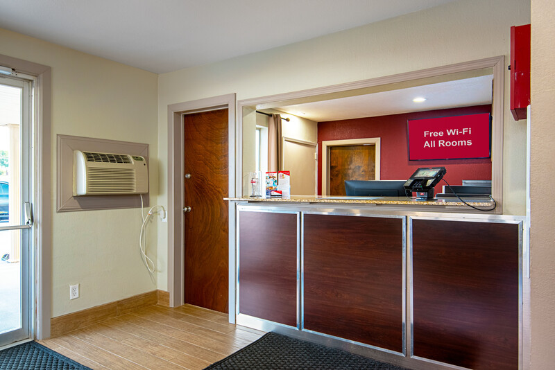 Red Roof Inn Cameron, MO Lobby Front Desk Image