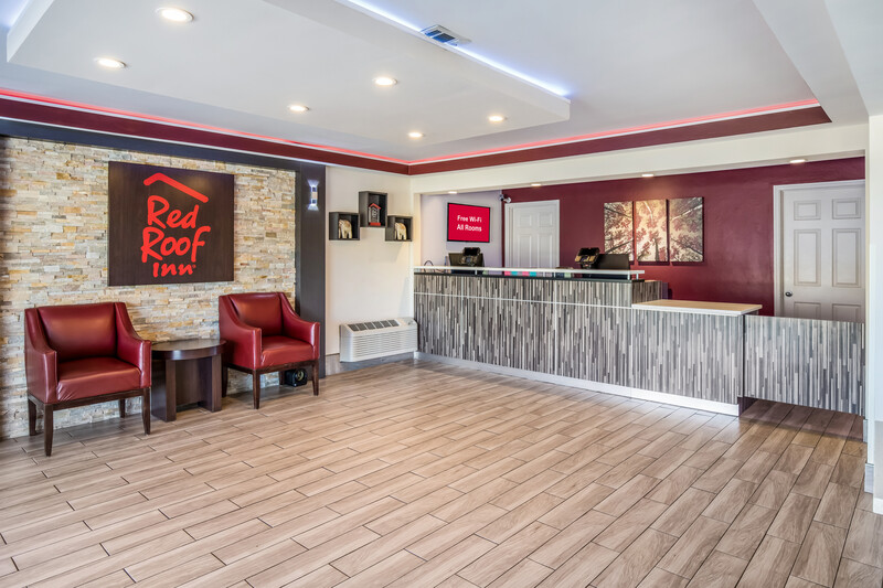 Red Roof Inn Chattanooga - Lookout Mountain Front Desk and Lobby