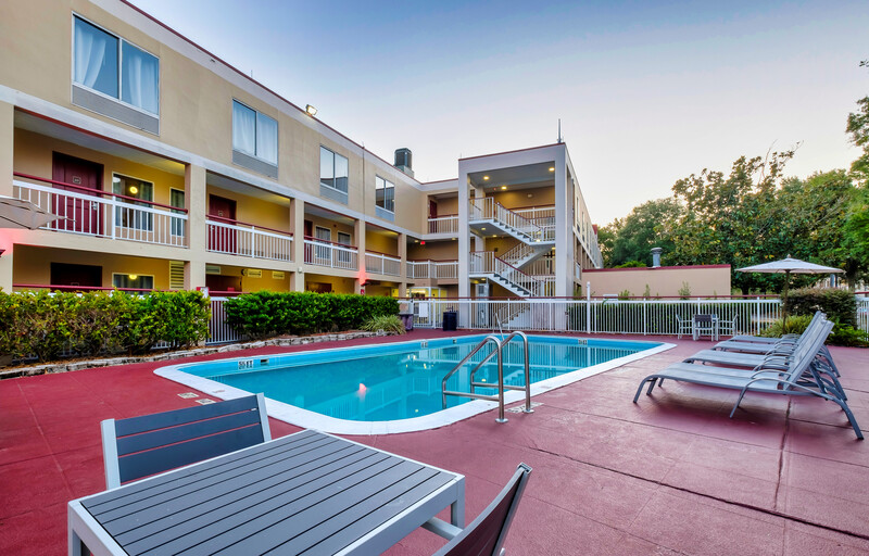 Red Roof PLUS+ Orlando-Convention Center Outdoor Swimming Pool