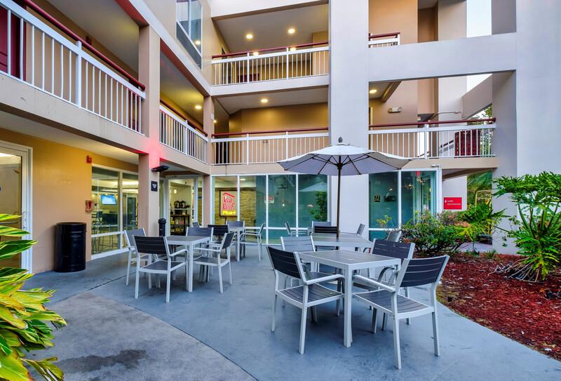 Red Roof PLUS+ Orlando-Convention Center Outdoor Patio Area