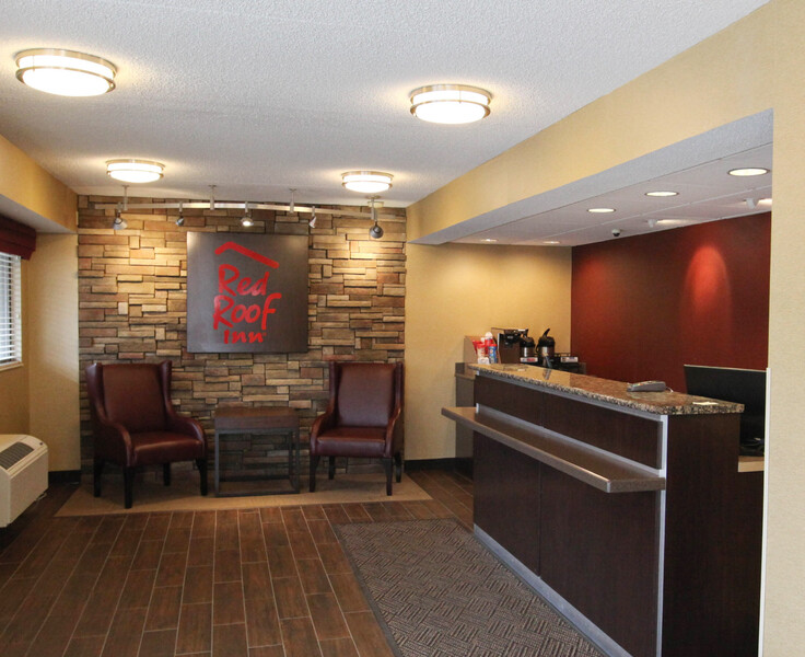 Red Roof Inn Dayton South – Miamisburg Front Desk and Lobby Image