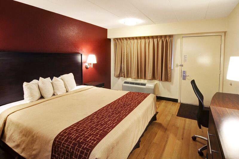 Red Roof Inn Flint - Bishop Airport Standard King Room Image