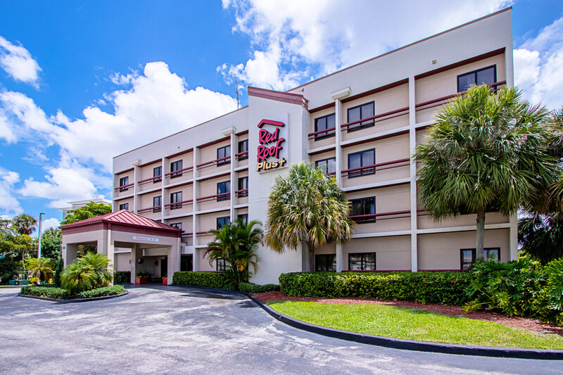 Red Roof PLUS+ Miami Airport Property Exterior Image