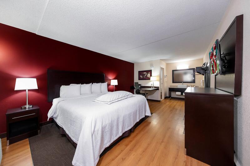 Red Roof PLUS+ Huntsville - Madison Premium Room