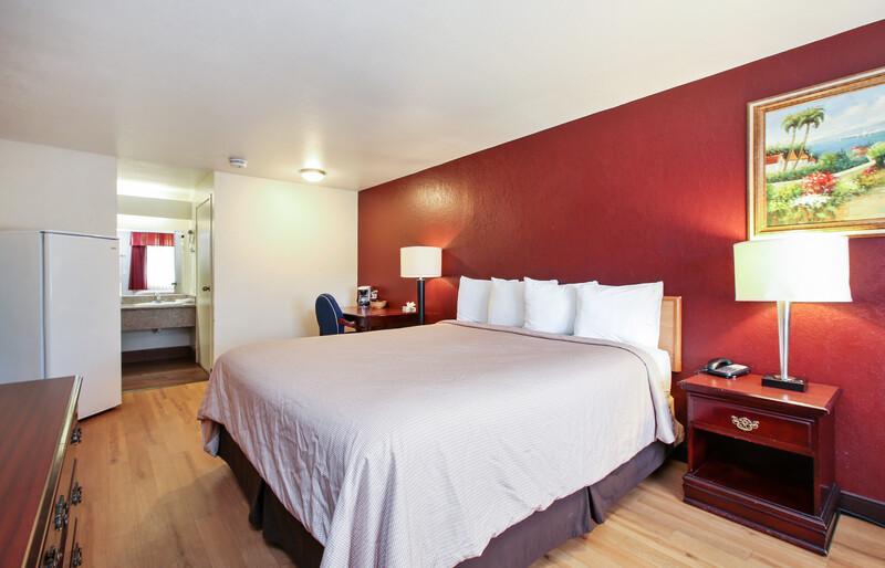 Red Roof Inn Lompoc Single King Bed Room Image