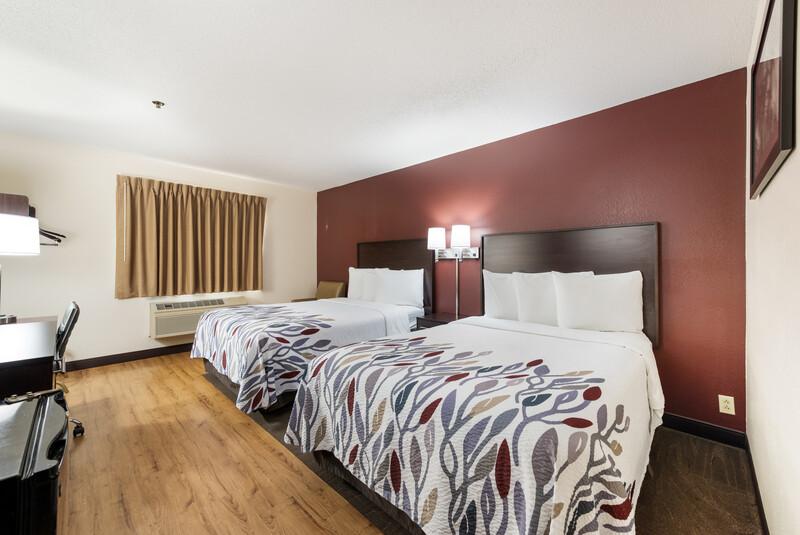 Red Roof Inn Auburn Deluxe Double Room Image Details