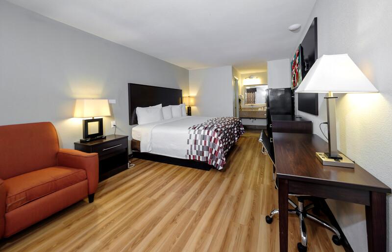 Red Roof Inn Arlington Single King Room Image