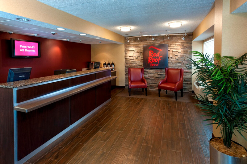 Red Roof Inn Erie - I-90 Front Desk and Lobby Image