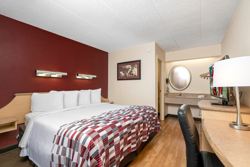 Red Roof Inn Louisville Expo Airport Single King Image