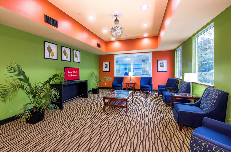 Red Roof Inn & Suites Madison, GA Lobby and Sitting Area