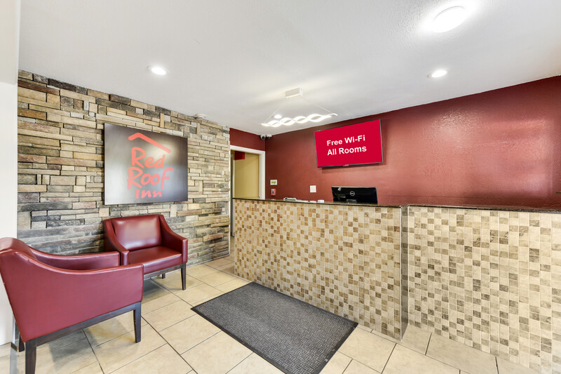 Red Roof Inn Corsicana Front Desk and Lobby Area