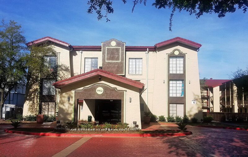 Red Roof Inn & Suites Houston - Hobby Airport swimming pool