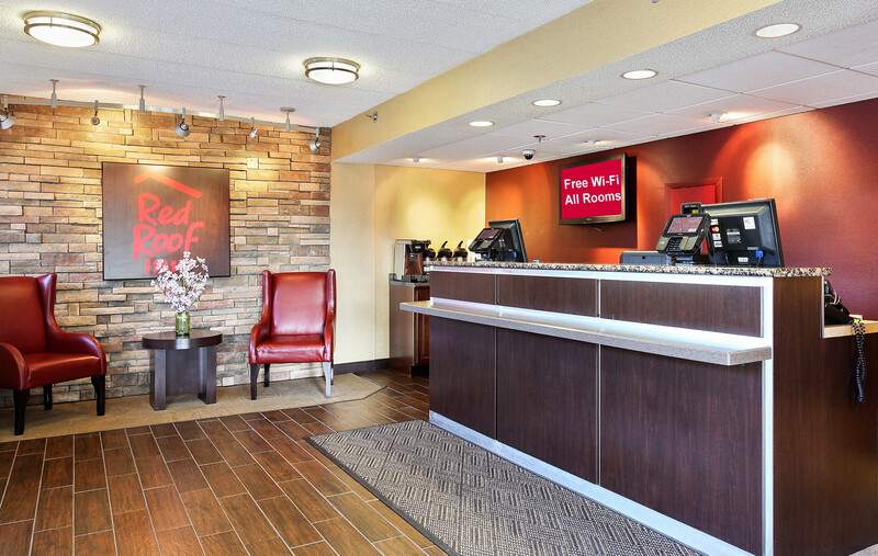 Red Roof Inn Virginia Beach Front Desk and Lobby Image