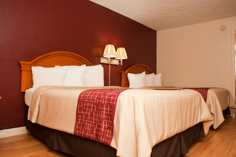 Red Roof Inn & Suites Jackson, TN Deluxe Double Room Image