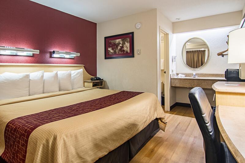 Red Roof Inn Detroit - Southfield Single King Room