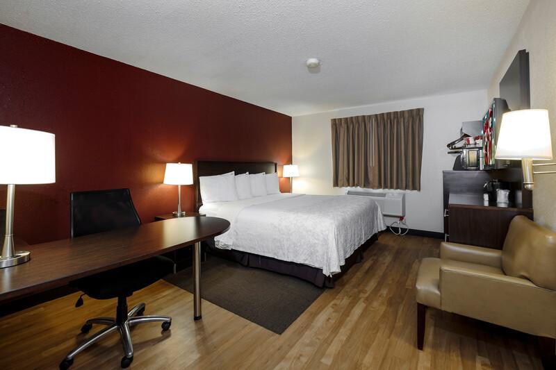 Red Roof PLUS+ & Suites Malone Premium King Room Image