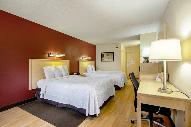 Red Roof PLUS+ West Palm Beach Deluxe Double Bed Image
