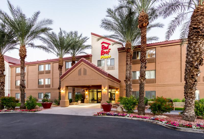 Red Roof PLUS+ Tempe - Phoenix Airport Property Exterior