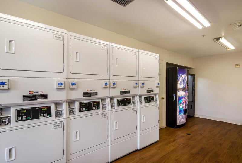 HomeTowne Studios Denver - Airport/Aurora Guest Coin Laundry